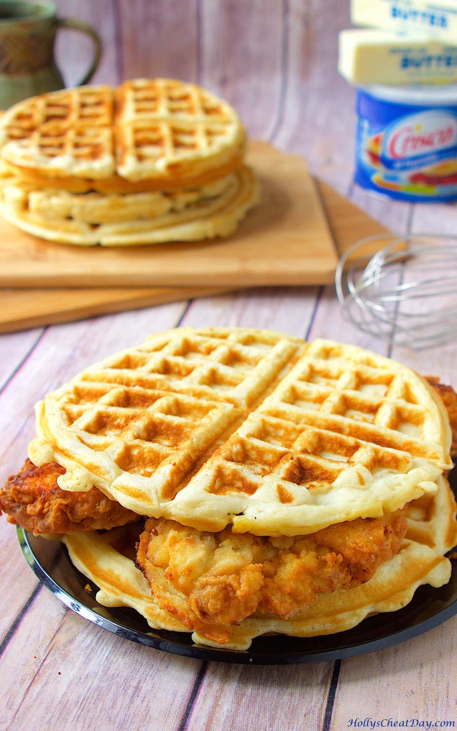 how to eat chicken and waffles