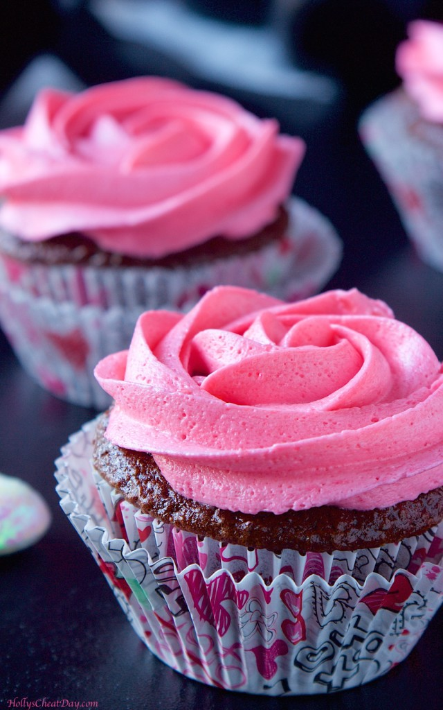 cherry-coke-cupcakes| HollysCheatDay.com