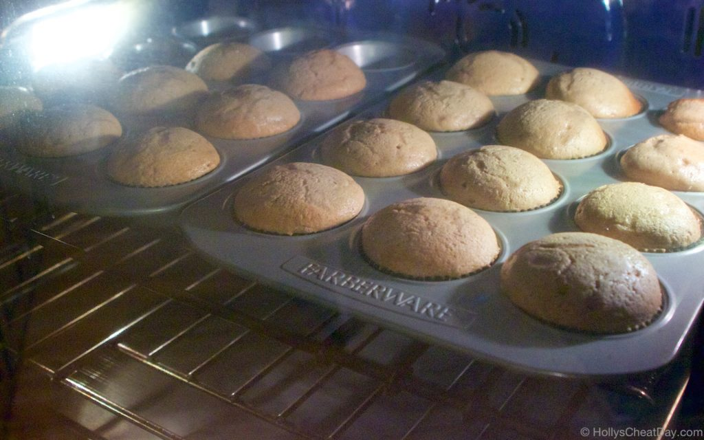 spice-cupcakes-pumpkin-frosting | hollyscheatday-com